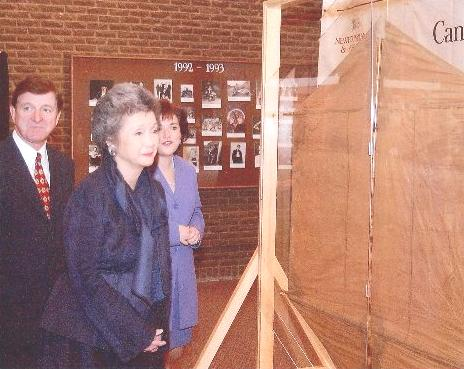 Adrienne Clarkson, Governor General of Canada, inspects a kite used by Marconi to support the aerial wire used in his transatlantic wireless experiment in 1901, during the centennial celebrations at St. John's, Newfoundland, in December 2001